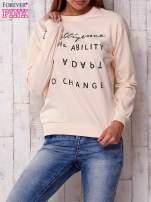Jasnoróżowa bluza z napisem