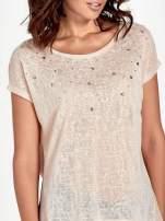 Brzoskwiniowy t-shirt z kryształkami                                  zdj.                                  5