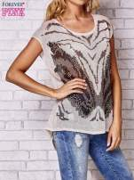 Brzoskwiniowy t-shirt z nadrukiem motyla                                  zdj.                                  3