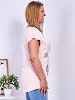 Brzoskwiniowy t-shirt z napisem i motywem roślinnym PLUS SIZE                                  zdj.                                  3