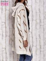Camelowy włochaty sweter z kapturem                                  zdj.                                  5