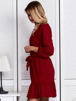 Ciemnoczerwona sukienka z falbaną i wiązaniem                                  zdj.                                  5