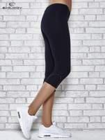 Ciemnogranatowe legginsy sportowe z dżetami i marszczoną nogawką za kolano                                  zdj.                                  2