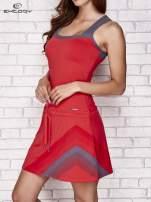 Fuksjowa sukienka sportowa z szarymi wstawkami                                                                          zdj.                                                                         3