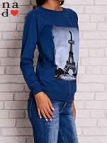 Ciemnoniebieska bluza z motywem Wieży Eiffla                                  zdj.                                  3