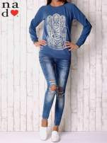 Ciemnoniebieska bluza z motywem dłoni                                  zdj.                                  2