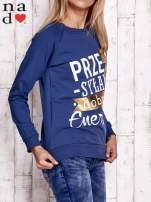 Ciemnoniebieska bluza z napisem PRZESYŁAM DOBRĄ ENERGIĘ                                  zdj.                                  3