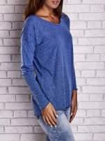 Ciemnoniebieska bluzka z surowym wykończeniem                                  zdj.                                  4