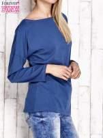 Ciemnoniebieska bluzka z wycięciem na plecach i kokardą                                  zdj.                                  3