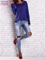 Ciemnoniebieska gładka bluzka z dłuższym tyłem                                  zdj.                                  8