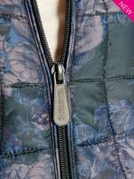 Ciemnoniebieska kurtka puchowa z motywem kwiatowym                                  zdj.                                  3