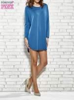 Ciemnoniebieska sukienka z rozporkami po bokach                                  zdj.                                  2