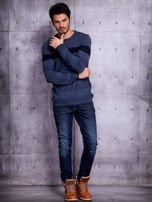 Ciemnoniebieski sweter męski z kontrastową wstawką                                  zdj.                                  4