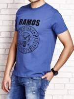 Ciemnoniebieski t-shirt męski z napisem RAMOS i nadrukiem                                  zdj.                                  3