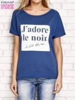 Ciemnoniebieski t-shirt z napisem J'ADORE LE NOIR                                  zdj.                                  1