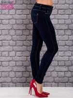 Szare dopasowane spodnie jeansowe                                                                           zdj.                                                                         2