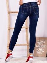 Ciemnoniebieskie jeansowe spodnie z suwakami                                  zdj.                                  2