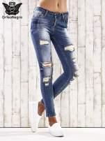 Ciemnoniebieskie spodnie jeansowe rurki z przetarciami i dziurami                                  zdj.                                  1