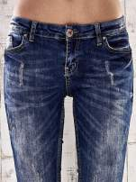 Ciemnoniebieskie spodnie jeansy marble denim