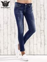 Ciemnoniebieskie spodnie rurki z dżetami                                  zdj.                                  1