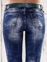 Ciemnoniebieskie spodnie skinny jeans z paskiem                                  zdj.                                  6