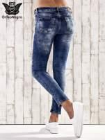 Ciemnoniebieskie spodnie skinny jeans z przetarciami                                                                          zdj.                                                                         3
