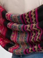 Ciemnoróżowa chusta w geometryczne wzory                                  zdj.                                  3