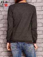 Ciemnoszara bluza z nadrukiem moro                                  zdj.                                  4