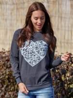 Ciemnoszara bluza z nadrukiem serca                                  zdj.                                  1