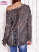 Ciemnoszara dekatyzowana bluzka z koronkowymi wstawkami                                  zdj.                                  2