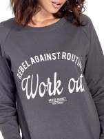 Ciemnoszara klasyczna bluza damska z napisem WORK OUT