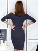 Ciemnoszara prążkowana sukienka odsłaniająca ramiona                                  zdj.                                  2