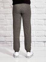 Ciemnoszare spodnie dresowe dla dziewczynki nadruk kota                                  zdj.                                  2