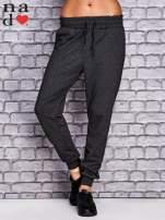 Ciemnoszare spodnie dresowe z troczkami                                  zdj.                                  1