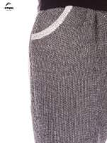 Ciemnoszare spodnie dresowe ze zwężaną nogawką zakończoną na dole ściągaczem                                  zdj.                                  4
