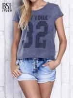 Ciemnoszary dekatyzowany t-shirt z napisem NEW YORK                                  zdj.                                  1
