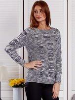 Ciemnoszary melanżowy sweter z warkoczowymi splotami                                  zdj.                                  5