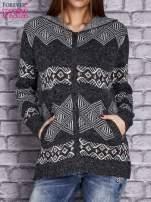 Ciemnoszary sweter w azteckie wzory z kapturem i kieszeniami                                  zdj.                                  1