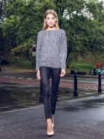 Ciemnoszary sweter z nietoperzowymi rękawami                                  zdj.                                  9