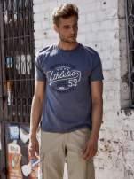Ciemnoszary t-shirt męski z napisem BROOKLYN ATHLETIC UNIVERSITY                                  zdj.                                  1