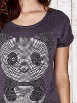 Ciemnoszary t-shirt z aplikacją pandy z dżetów                                  zdj.                                  5
