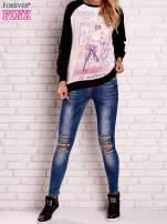 Czarna bluza z nadrukiem dziewczyny i napisem                                                                          zdj.                                                                         2