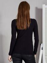 Czarna bluzka damska ze sznurowanym dekoltem                                   zdj.                                  2