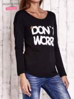 Czarna bluzka z napisem DON'T WORRY I przypinkami                                  zdj.                                  3