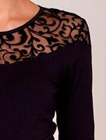 Czarna bluzka z transparentnym ornamentowym dekoltem                                  zdj.                                  6