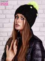 Czarna czapka z neonowym pomponem                                  zdj.                                  2