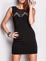 Czarna dopasowana sukienka z błyszczącą aplikacją                                   zdj.                                  1