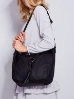 Czarna miękka torba z ozdobną klapką                                  zdj.                                  4