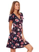 Czarna mini sukienka V-neck z nadrukiem kwiatów                                  zdj.                                  6