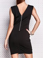 Czarna ołówkowa sukienka z błyszczącą aplikacją                                  zdj.                                  2